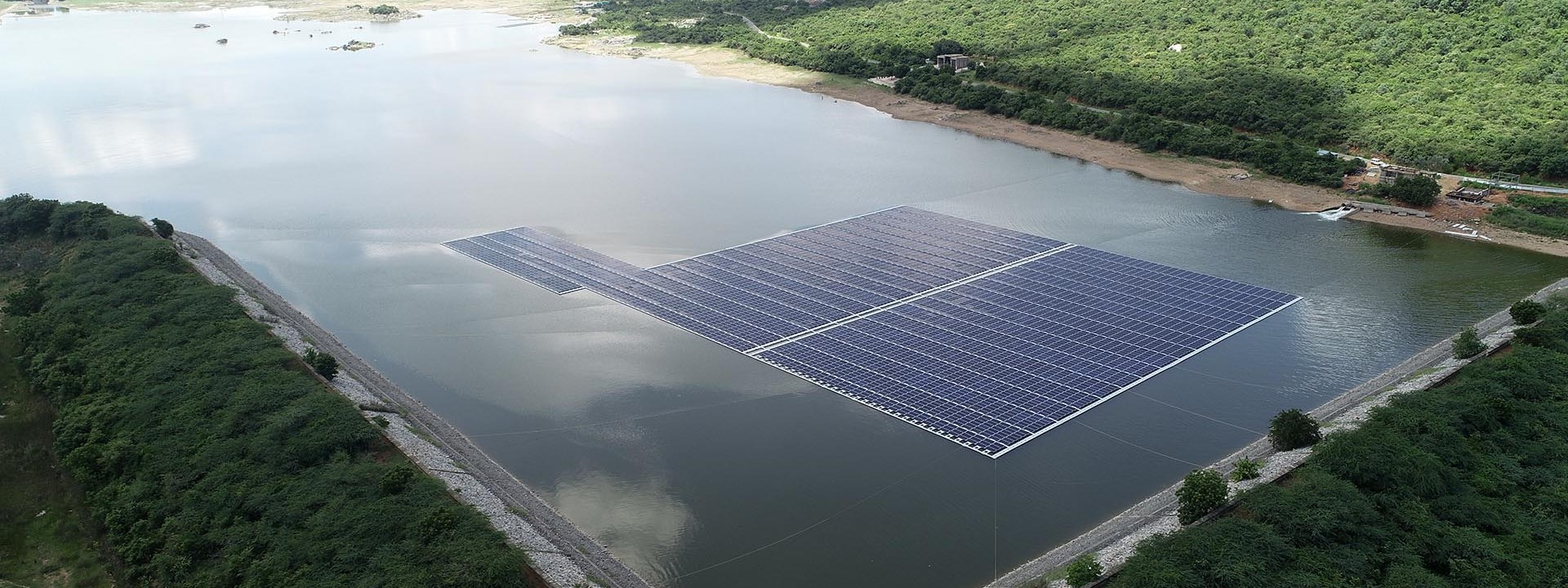 https://www.advanticsys.com/wp-content/uploads/2020/10/4mwp-floating-solar-pv-project-in-andhra-pradesh_photo1.jpg